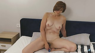 Amateur homemade solo video of chubby Eleanor masturbating on the bed