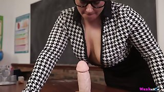 Chubby nerdy MILF Ashley Rider is expectant nigh play with will not hear of face cock