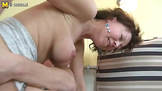 Mature mam fucked away from her young house-servant