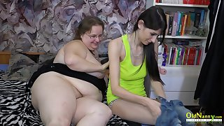 Teen cookie fucking her mature friend with strapon really hardcore way