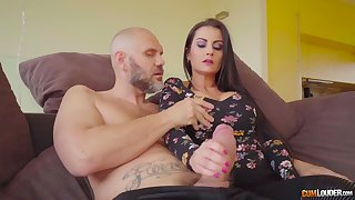 Curvy Spanish babe in arms Bianka Blue petiole to give a really great blowjob