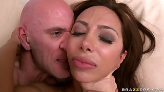 Lucky baldhead dude Johnny wants big latina boobs