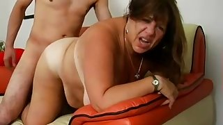 Tanned and fat cougar gets picked up and fucked